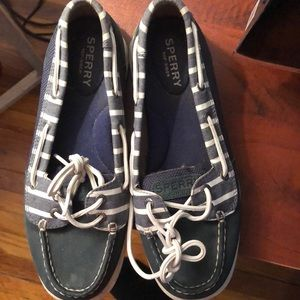 Sperry blue striped boat shoes 6.5